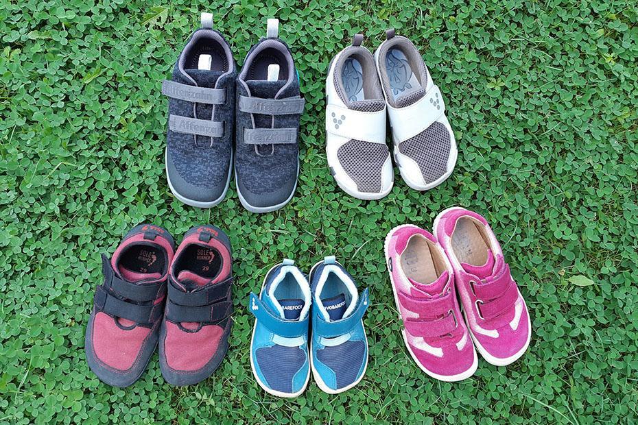 Kako se lotiti nakupa otroških in odraslih bosonogih čevljev?